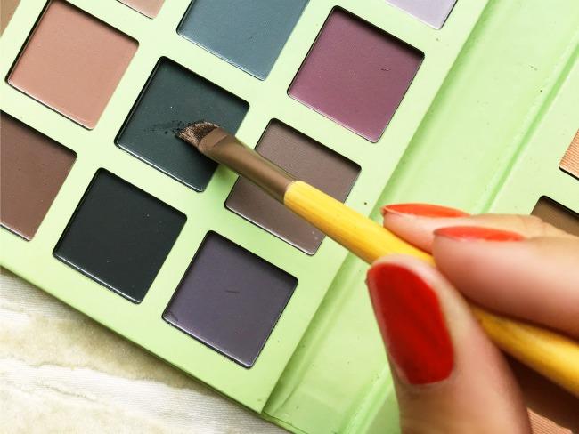 Easy holiday makeup look using PIXI by Petra face kit - LivingMiVidaLoca.com