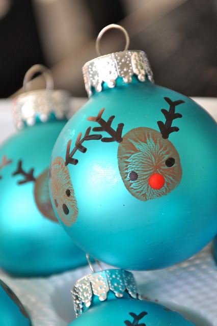 Reindeer Thumbprint Ornaments - livingmividaloca.com