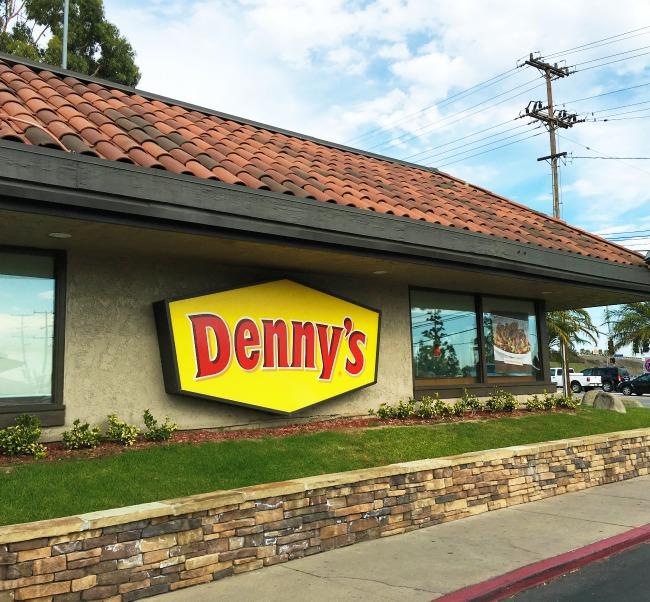 Denny's Diner - livingmividaloca.com