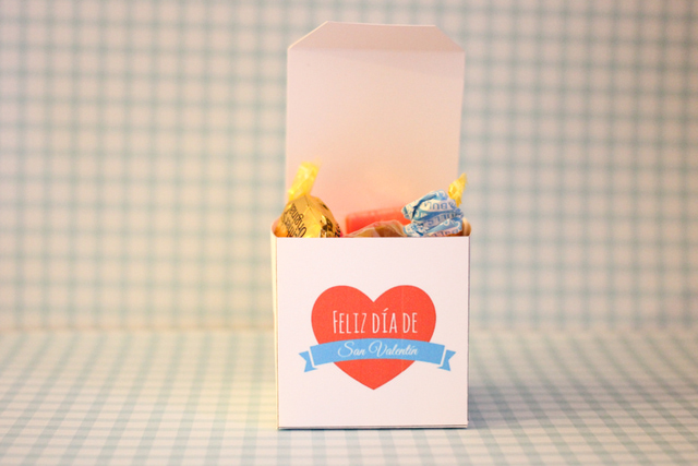 Valentine's Day box in Spanish - livingmividaloca.com
