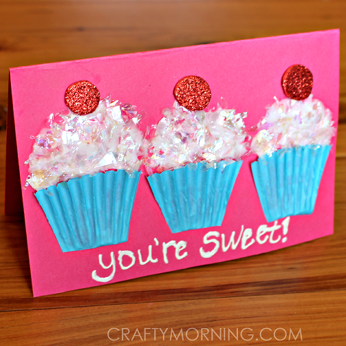 cupcake liner Valentine's Day card - livingmividaloca.com