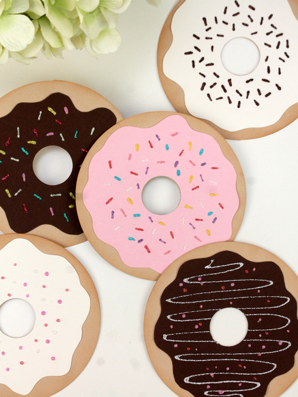 DIY Donut Valentine's Day card - livingmividaloca.com