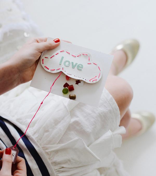 love piñata Valentine's Day card - LivingMiVidaLoca.com