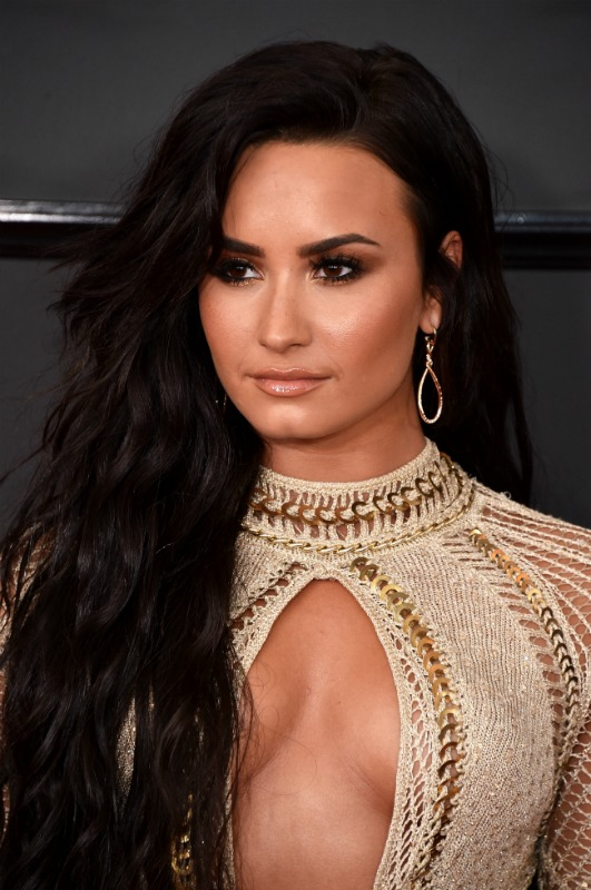 Demi Lovato at the 2017 Grammy's - LivingMiVidaLoca.com