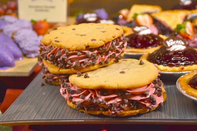 boysenberry cookie sandwich with chocolate chips on a wooden board - livingmividaloca.com