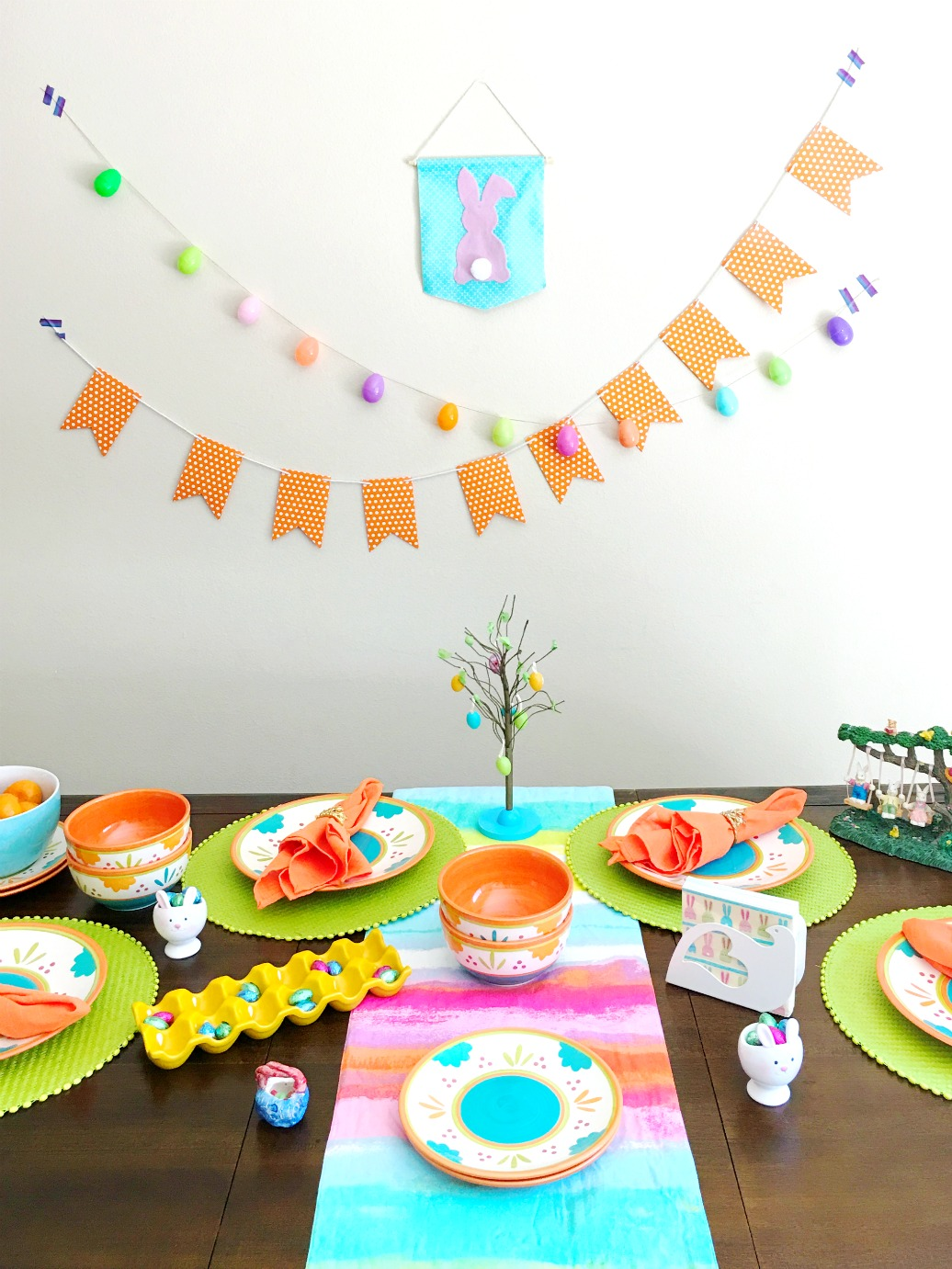 DIY Easter dining tablescapes - livingmividaloca.com