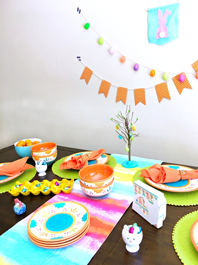 Easy Easter dinner table setup - livingmividaloca.com