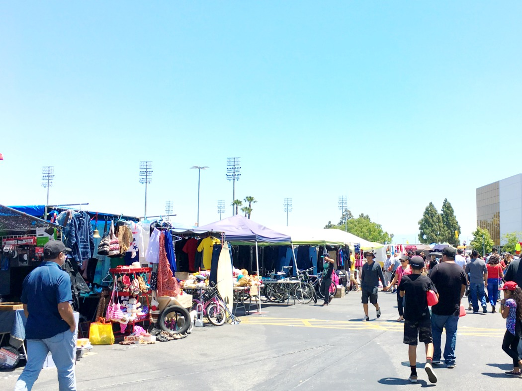 Visiting the swap meet in Costa Mesa - LivingMiVidaLoca.com