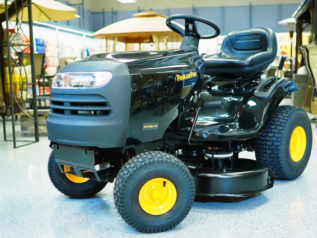 Poulan pro tractor at Sears - LivingMiVidaLoca.com