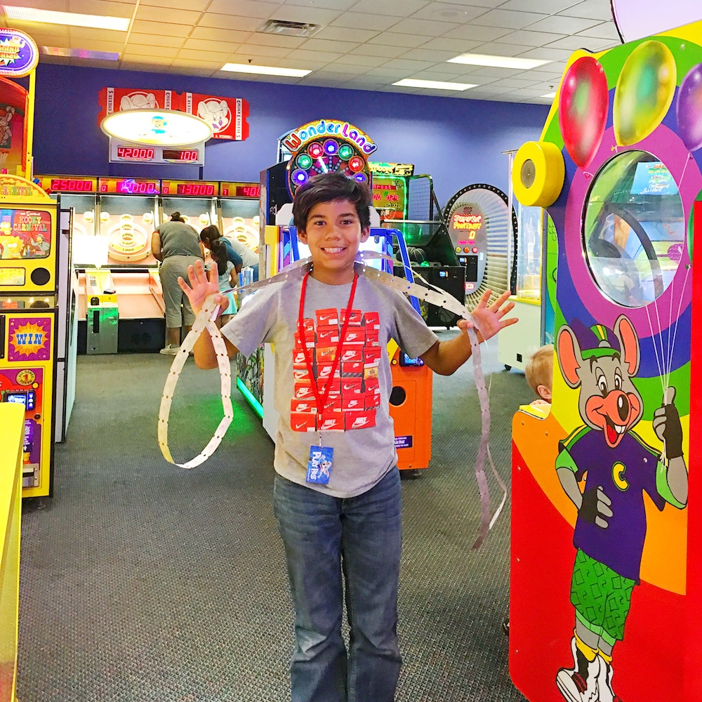 How to have a great experience at Chuck E. Cheese's - LivingMiVidaLoca.com