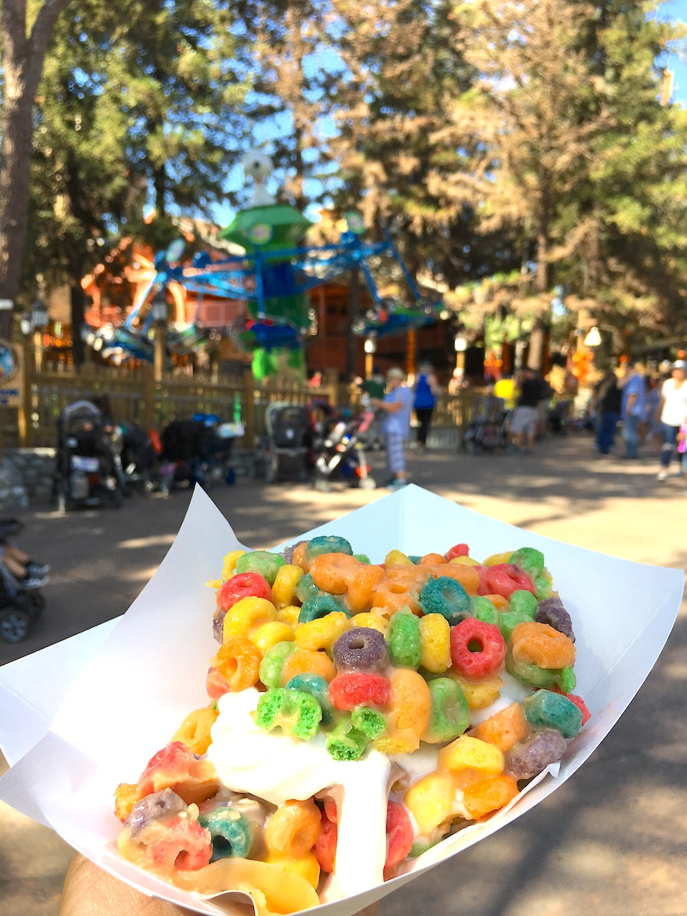ice cream and fruit loops sandwich at Knott's Spooky Farm - livingmividaloca.com