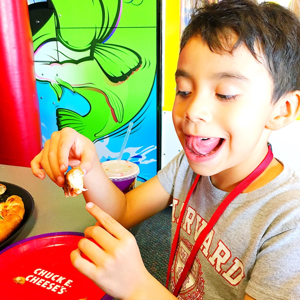 What to eat at Chuck E. Cheese's - LivingMiVidaLoca.com