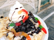 Halloween funnel cake at Knott's berry Farm - livingmividaloca.com
