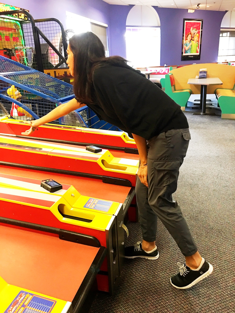 Mom playing at Chuck E. Cheese's - LivingMiVidaLoca.com