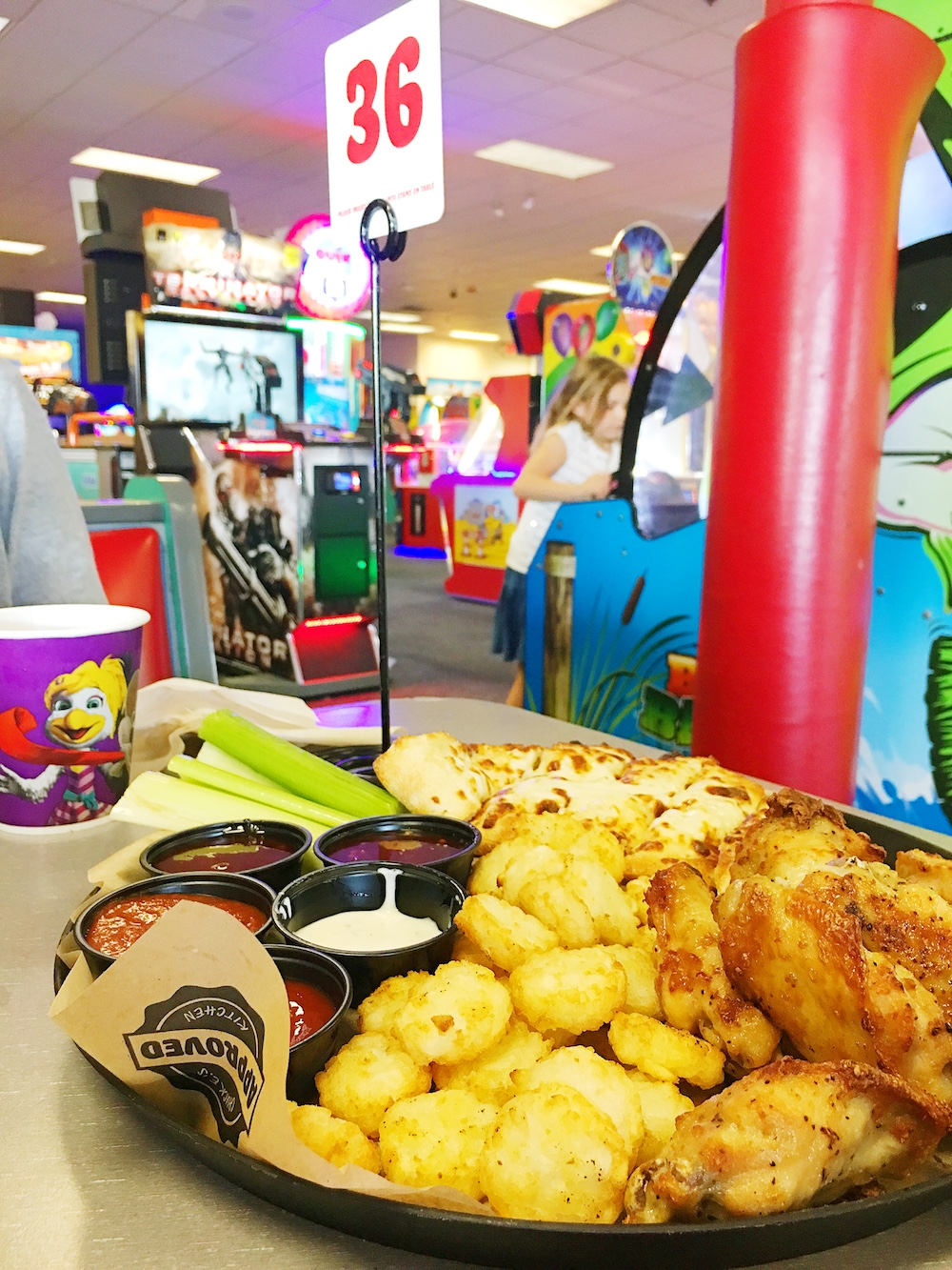 Family appetizer platter at Chuck E. Cheese's - LivingMiVidaLoca.com