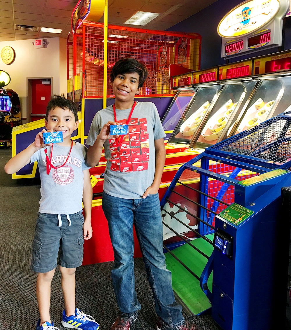 New play passes at Chuck E. Cheese's - LivingMiVidaLoca.com