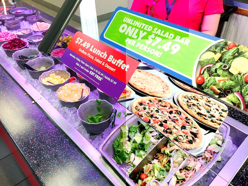 Lunch buffet deal at Chuck E. Cheese's - LivingMiVidaLoca.com