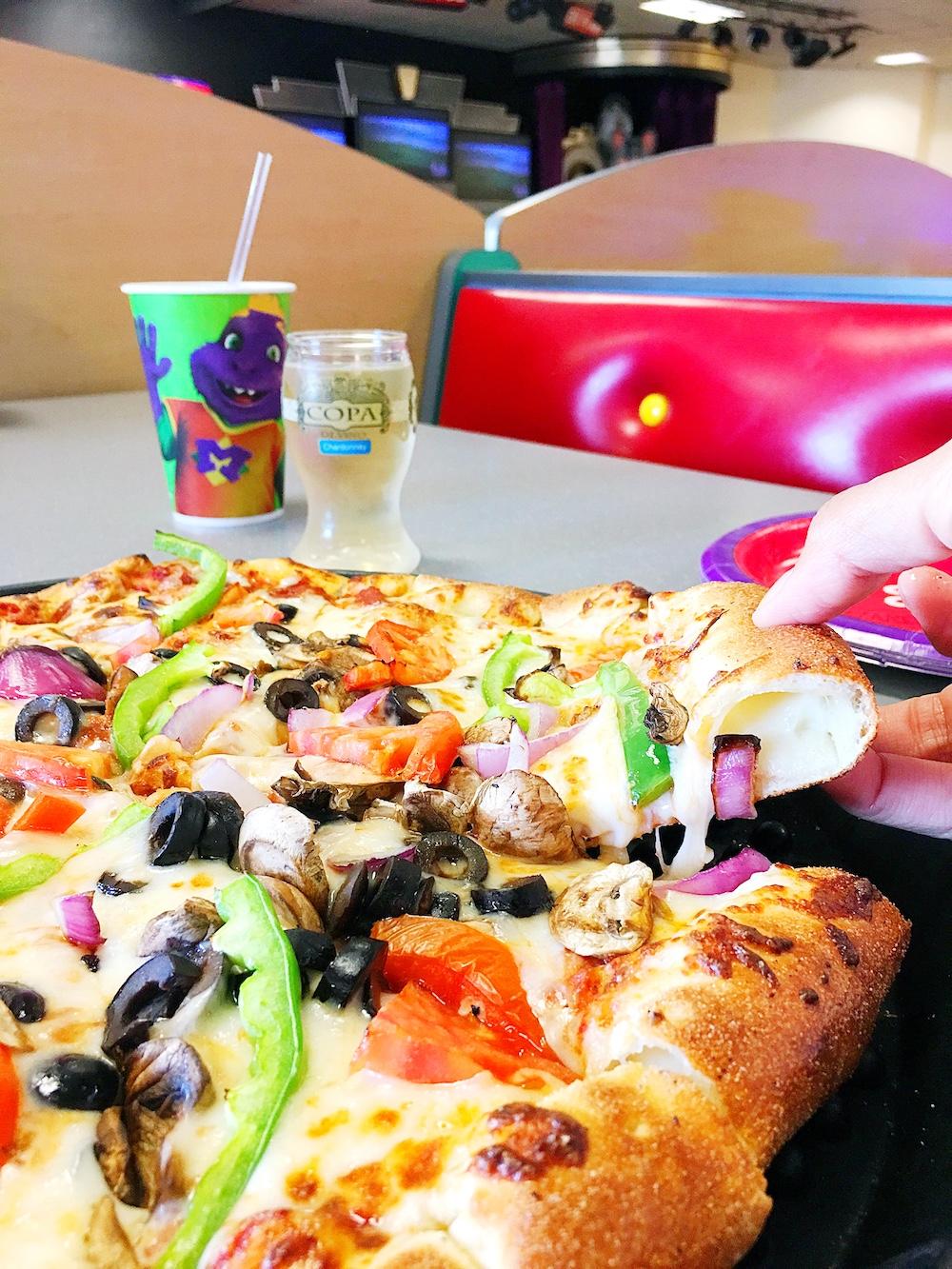 Best food to eat at Chuck E. Cheese's - LivingMiVidaLoca.com
