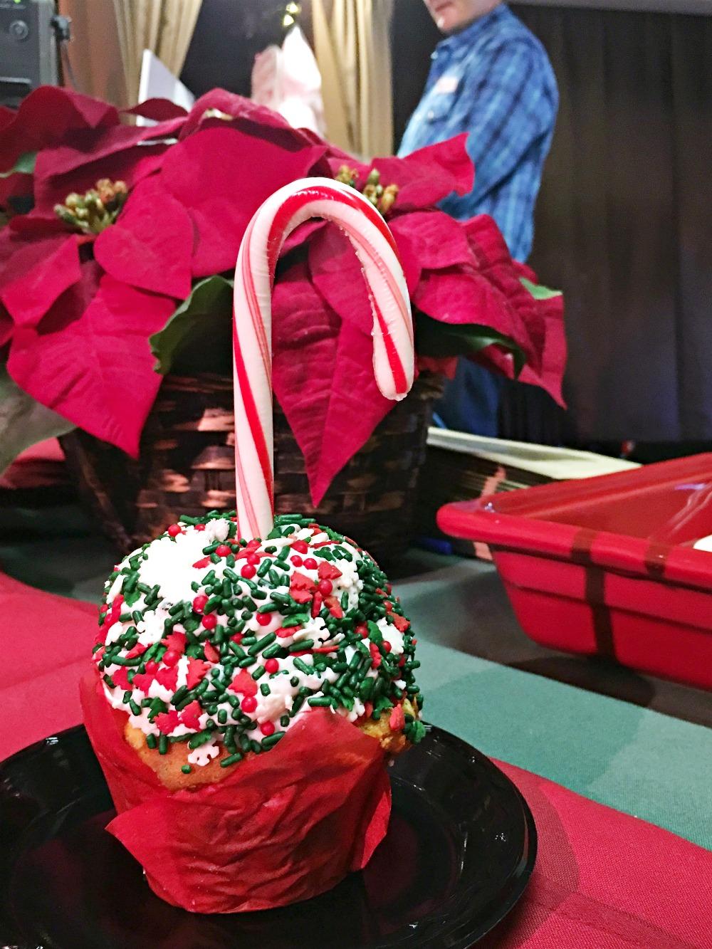 Candy cane cupcake - livingmividaloca.com