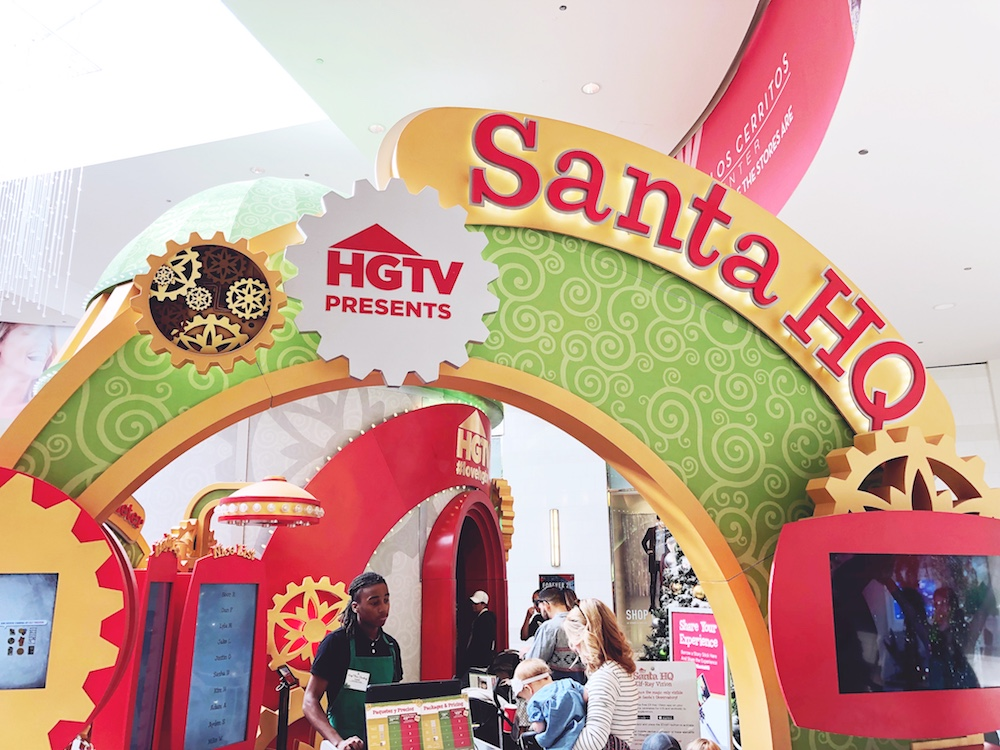 Santa HQ at Los Cerritos Center - LivingMiVidaLoca.com