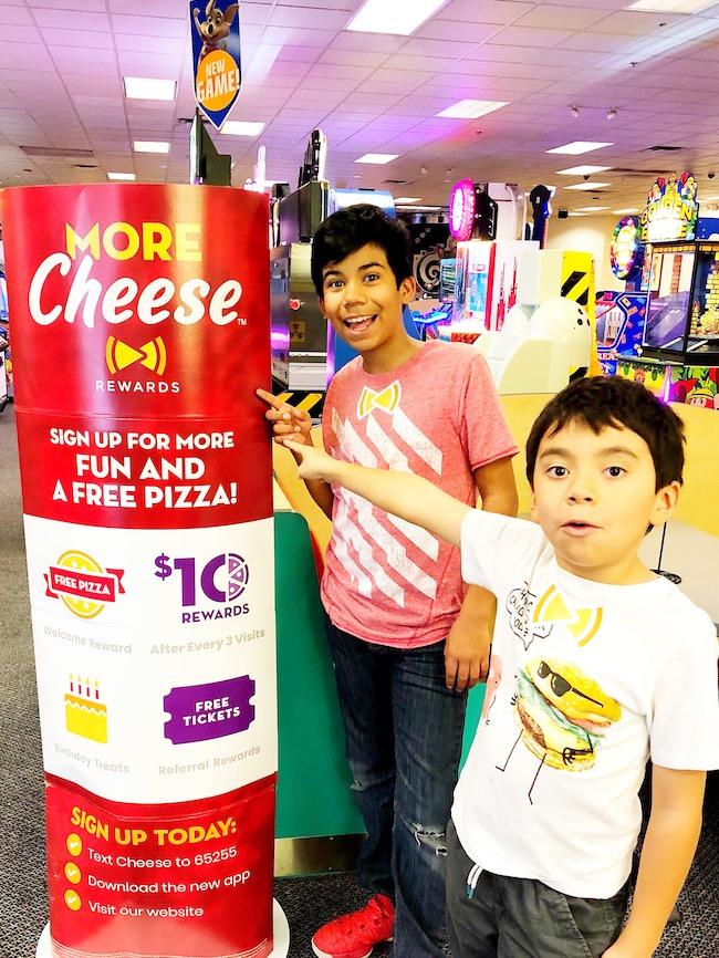 Kids next to More Cheese app at Chuck E Cheese - livingmividaloca.com