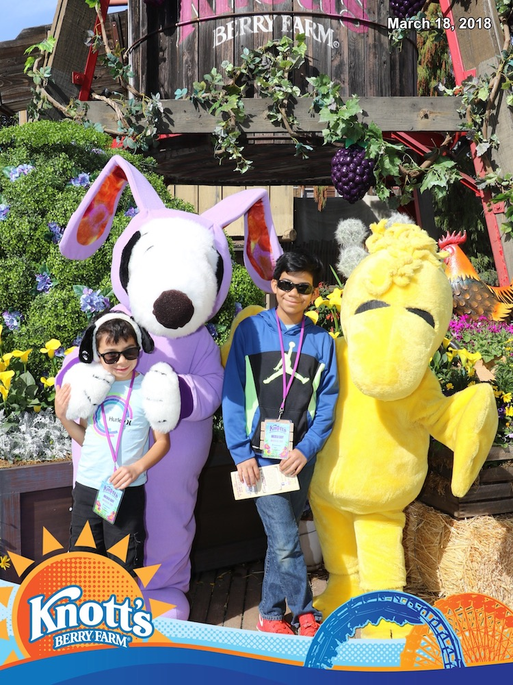 Kids posing with Snoopy bunny and Woodstock at Knott's Berry Farm - LivingMiVidaLoca.com