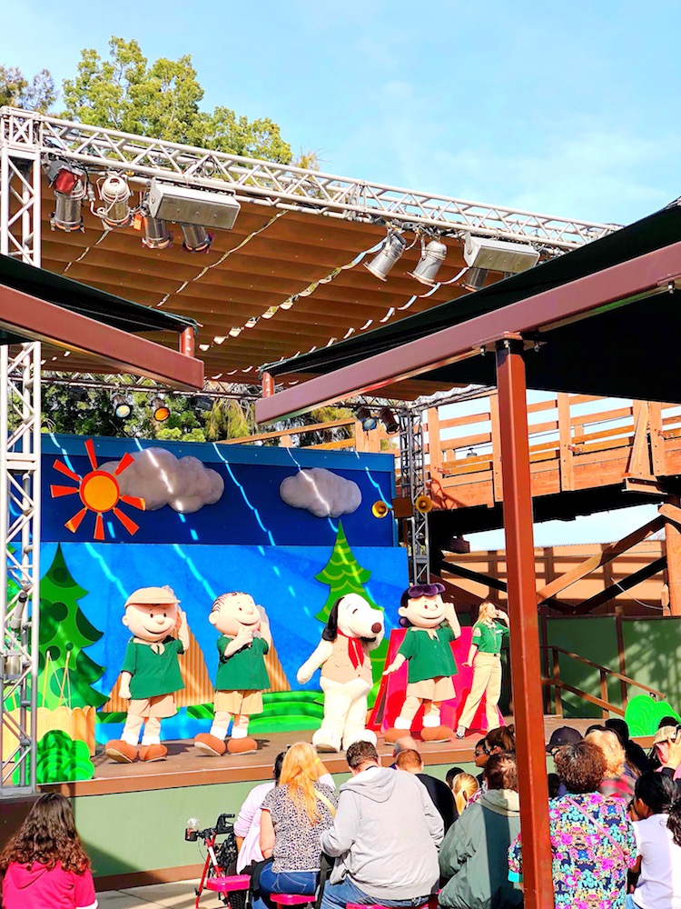 Snoopy show during Knott's - livingmividaloca.com