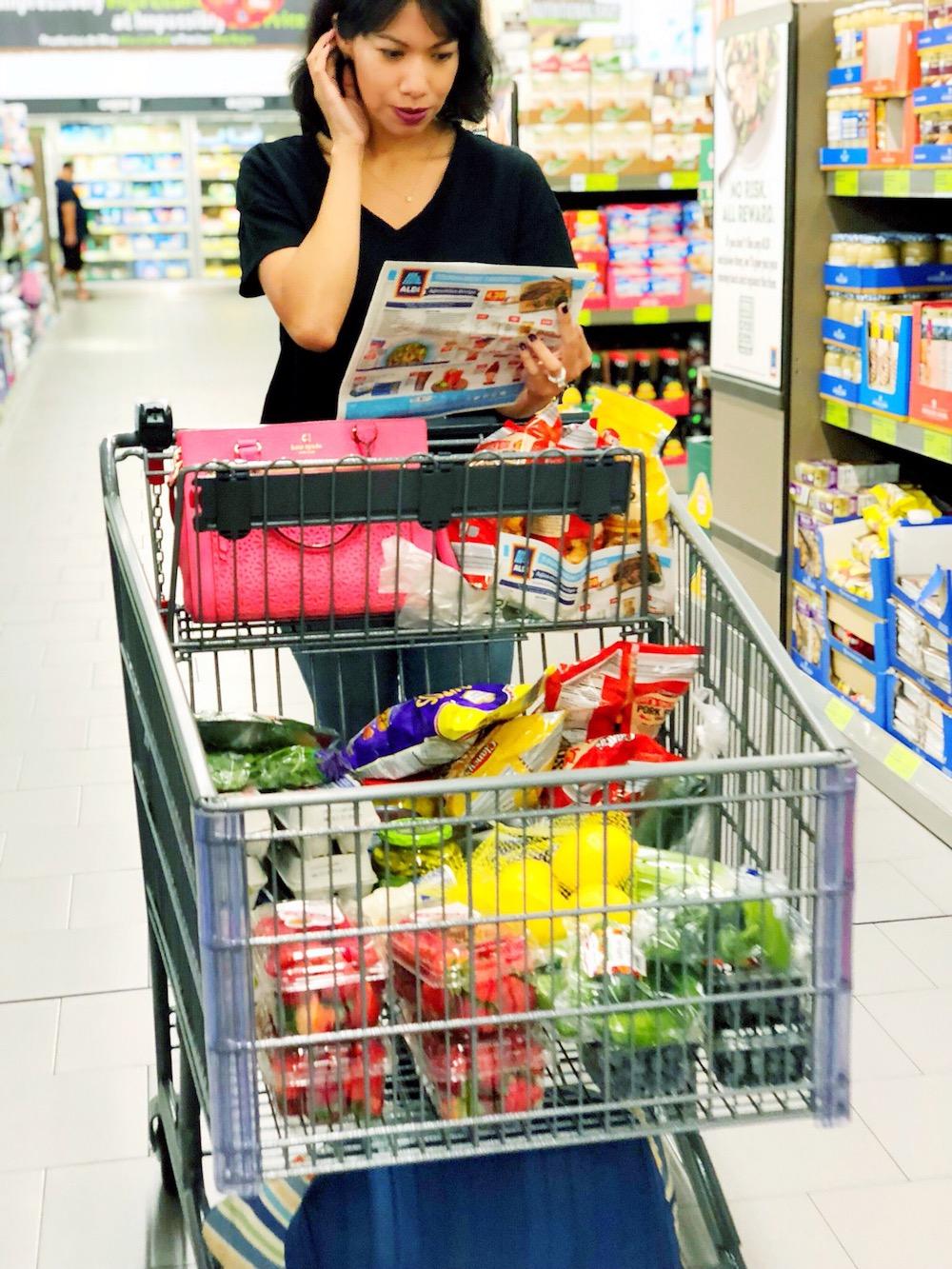ALDI keto haul in grocery cart - livingmividaloca.com