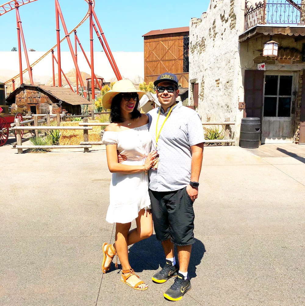 Couple standing at Ghost Town in Knott's - livingmividaloca.com