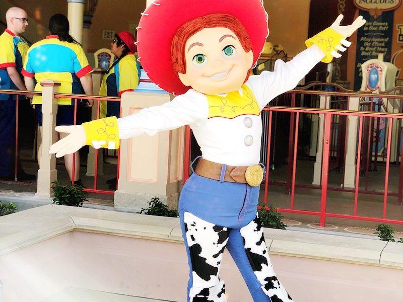 Jesse character app at Pixar Pier - livingmividaloca.com - #pixarpier #disneyland #disneycaliforniaadventure