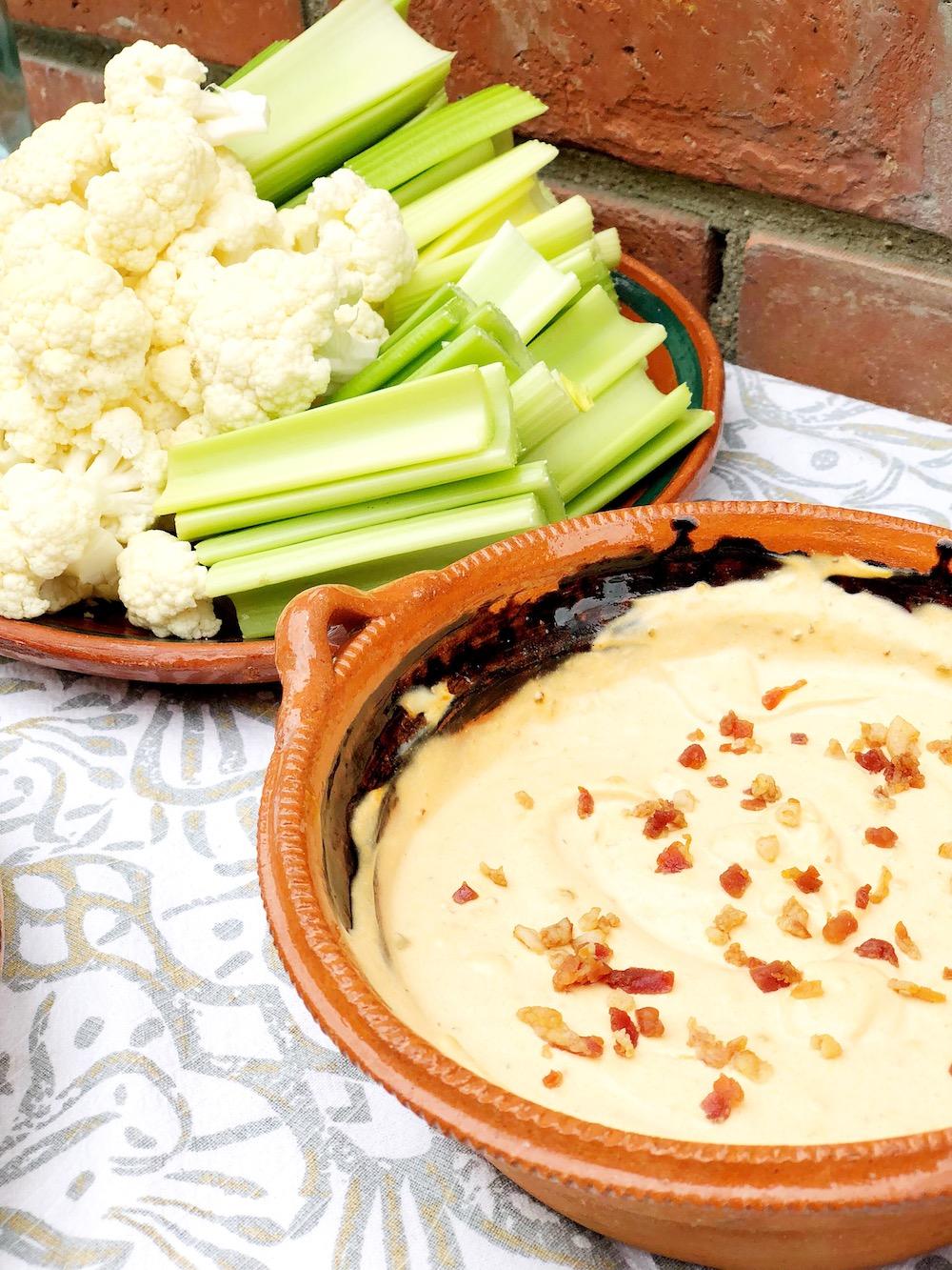 Keto cheddar bacon dip with cauliflower and celery - livingmividaloca.com