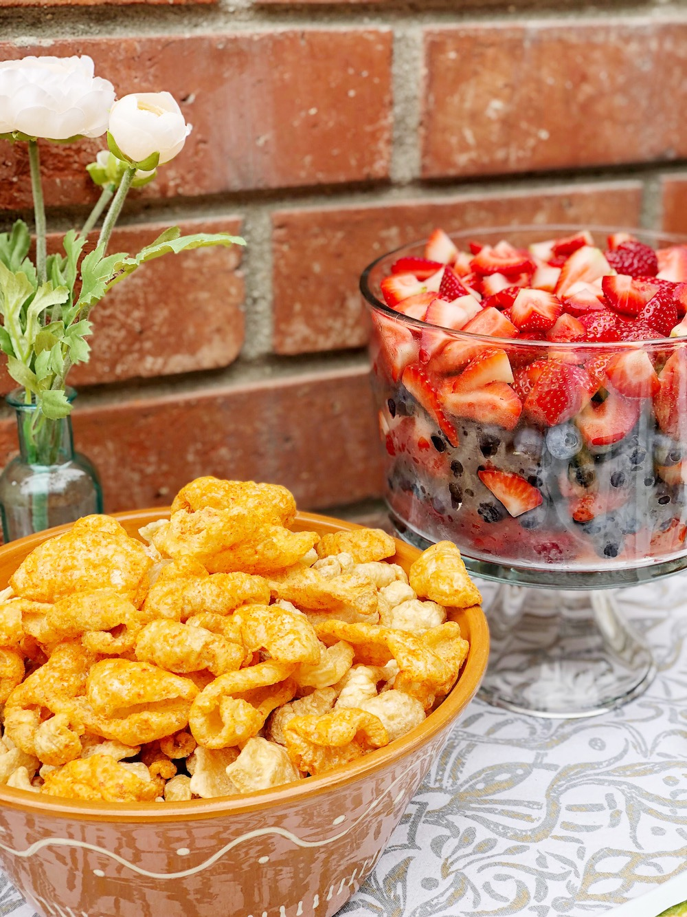 Best keto snacks for a party include chicharrones and a fruit salad - livingmividaloca.com