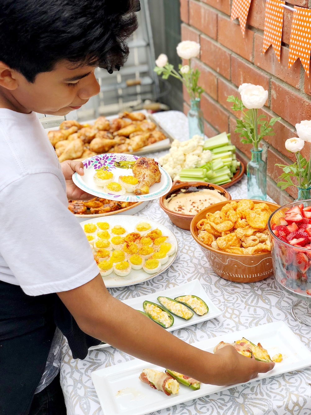 Kid-friendly keto food for a party - livingmividaloca.com