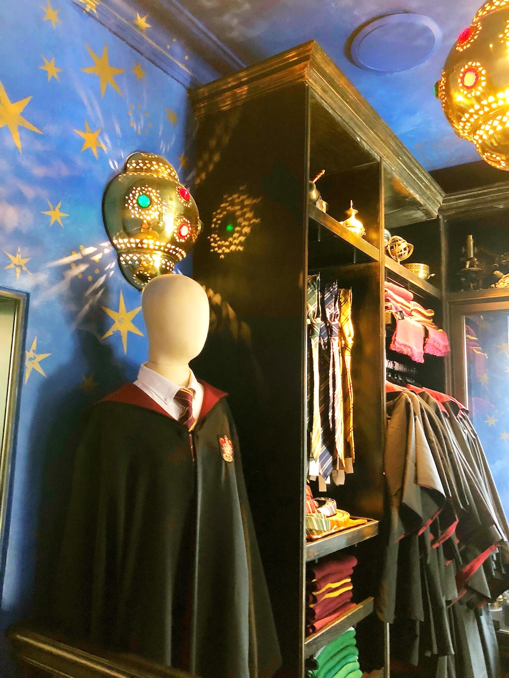 Harry Potter store at Universal Studios Hollywood - livingmividaloca.com