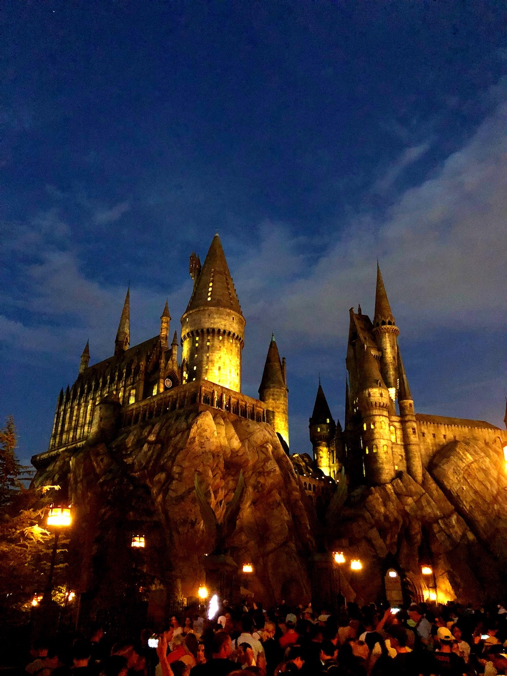 Hogwarts castle lit up at night at universal studios Hollywood - livingmividaloca.com