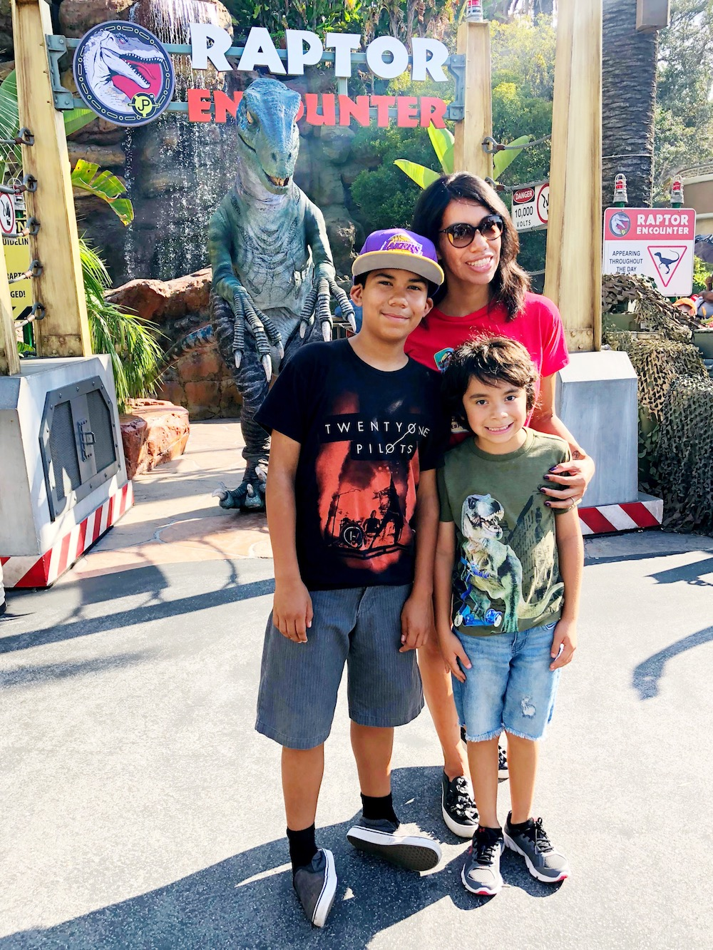 family meeting blue at universal studios Hollywood - livingmividaloca.com