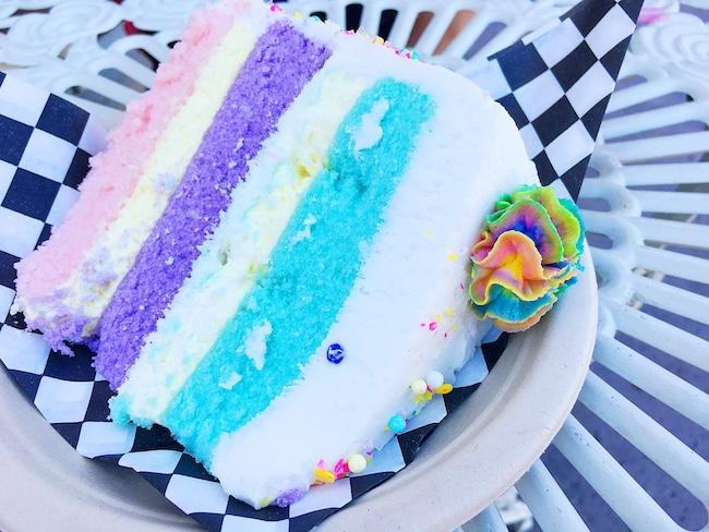 Unicorn cake on black and white checked paper.   #unicornfoods #unicornbark #unicorns #partyfood #unicornparty #unicorntreats #unicornpartytreats  livingmividaloca.com
