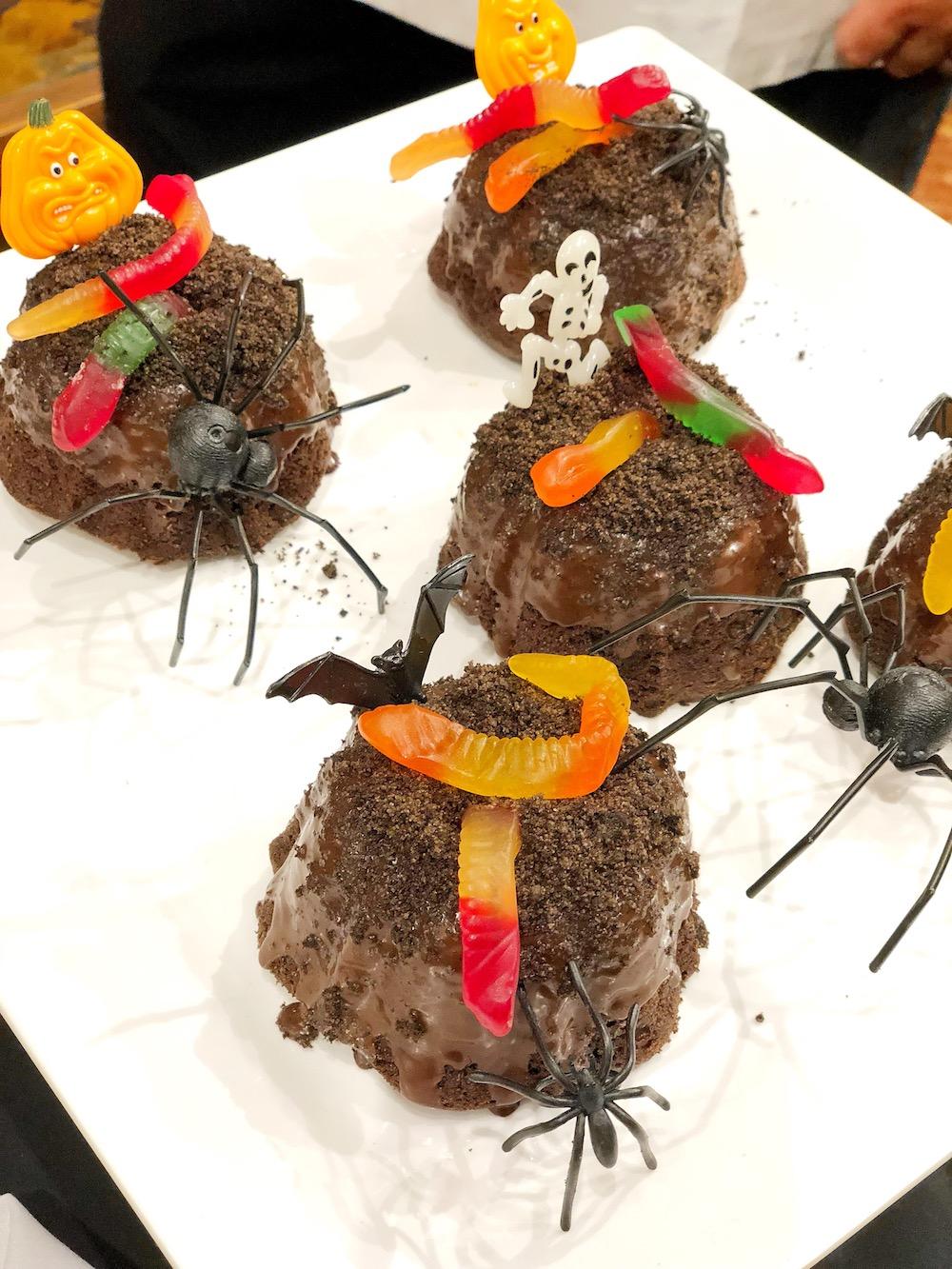 Mini chocolate bundt cakes. Get it during Knott's Scary Farm | livingmividaloca.com | #scaryfarm #knottsberryfarm #flaminghotcheetos #themepark #amusementpark #familytravel #california #southerncalifornia