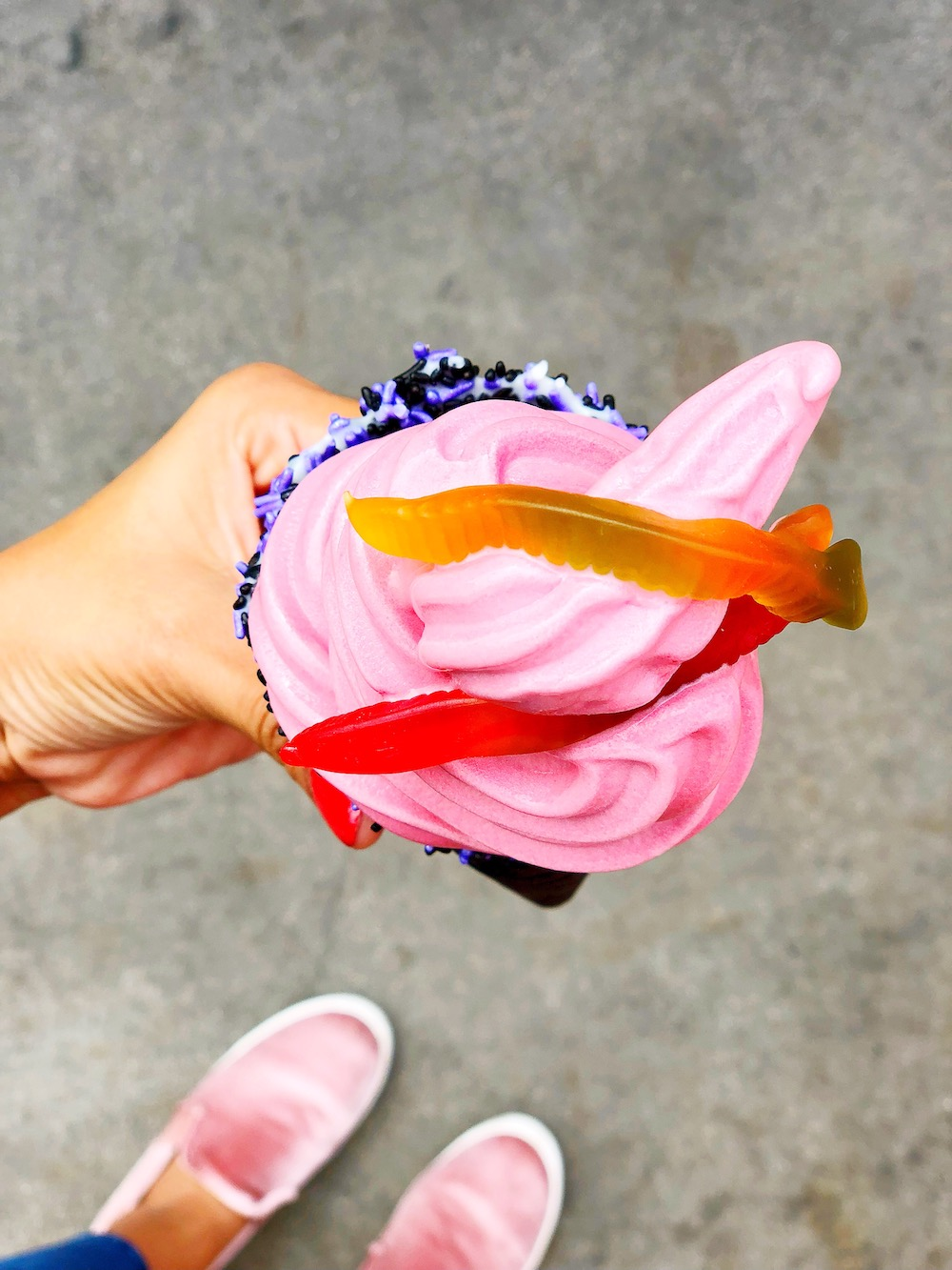 Knott's Dole Whip with Gummy Worms - livingmividaloca.com