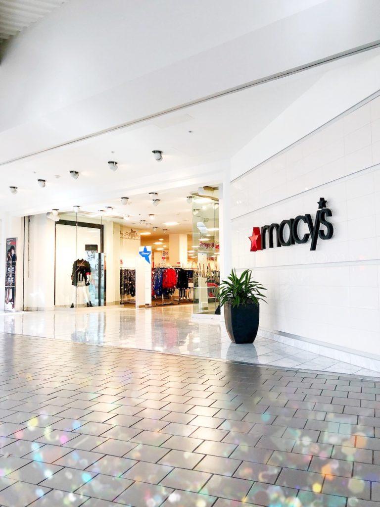 Macy's at MainPlace Mall offers a variety of fall looks! | livingmividaloca.com | #livingmividaloca #shopmainplace #santaana #mainplacemall #macys