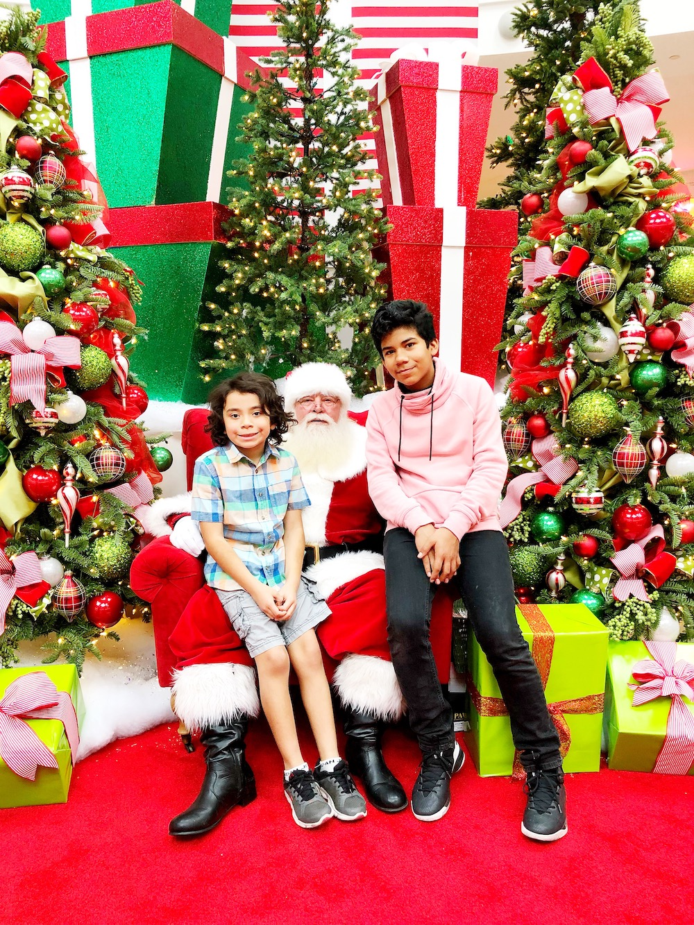 Holiday shopping and visiting Santa at MainPlace Mall in Santa Ana | LivingMiVidaLoca.com | #LivingMiVidaLoca #SantaAna #ShopMainPlace #ShopMainPlaceMall #MainPlace #KidBlogger