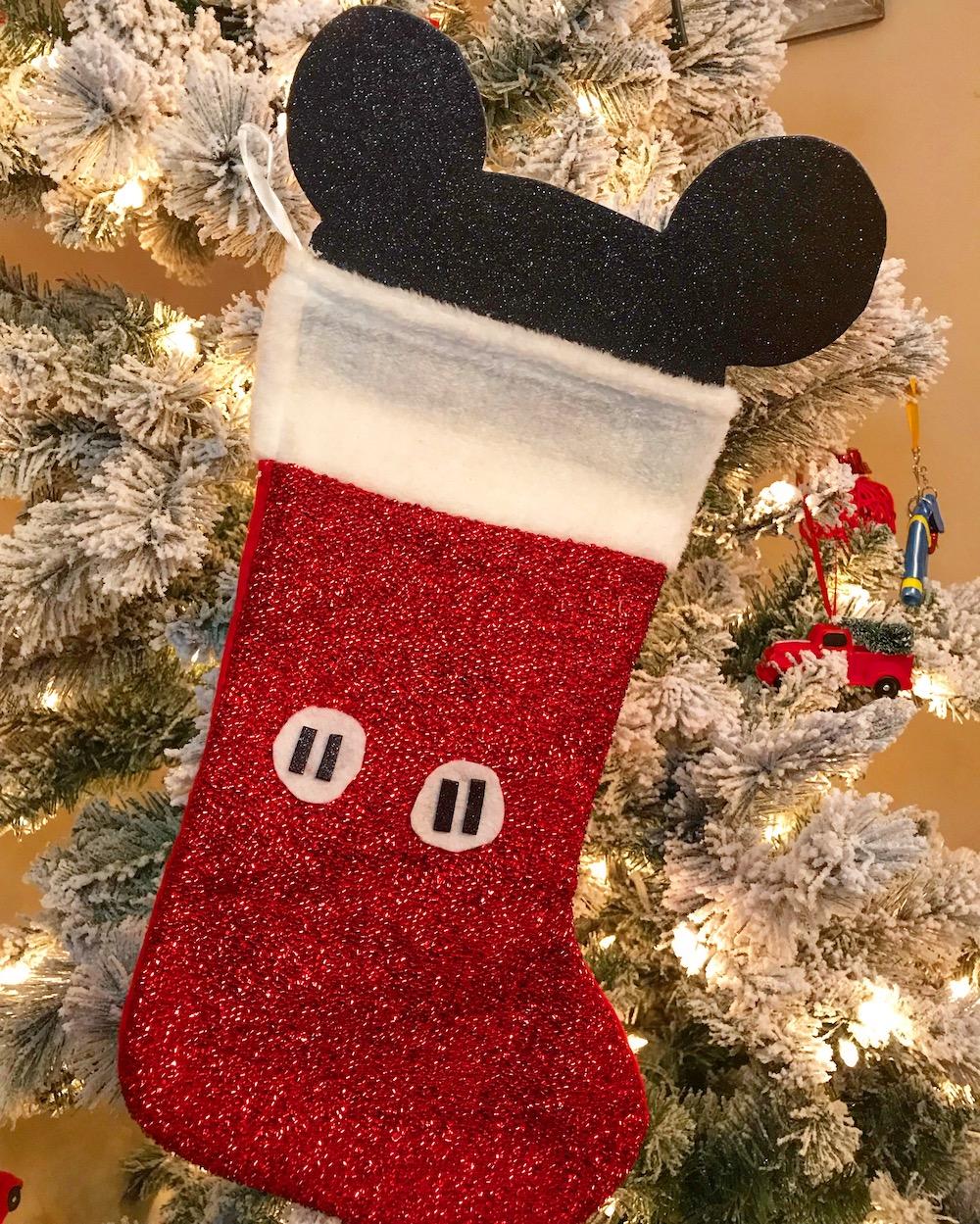 How to make a Mickey Mouse stocking in under 10 minutes - livingmividaloca.com | #LivingMiVidaLoca #DIYChristmasStocking #MickeyMouseStocking #MickeyMouse #DIYChristmas #ChristmasCraft