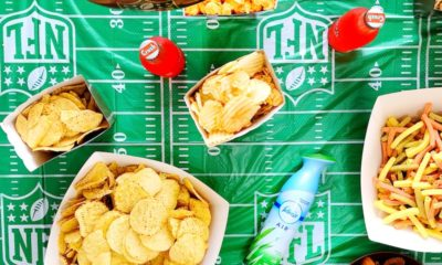 It took us about ten minutes to set up for the big game party on Sunday. This easy football party idea is great for small places too! - livingmividaloca - #LivingMiVidaLoca #biggame #footballparty #partyidea