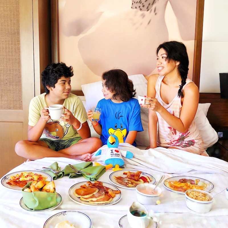 Kids Fly Free with Frontier Arlines and their Discount Den - LivingMiVidaLoca.com - #LivingMiVidaLoca #KidsFlyFree #FamilyTravel