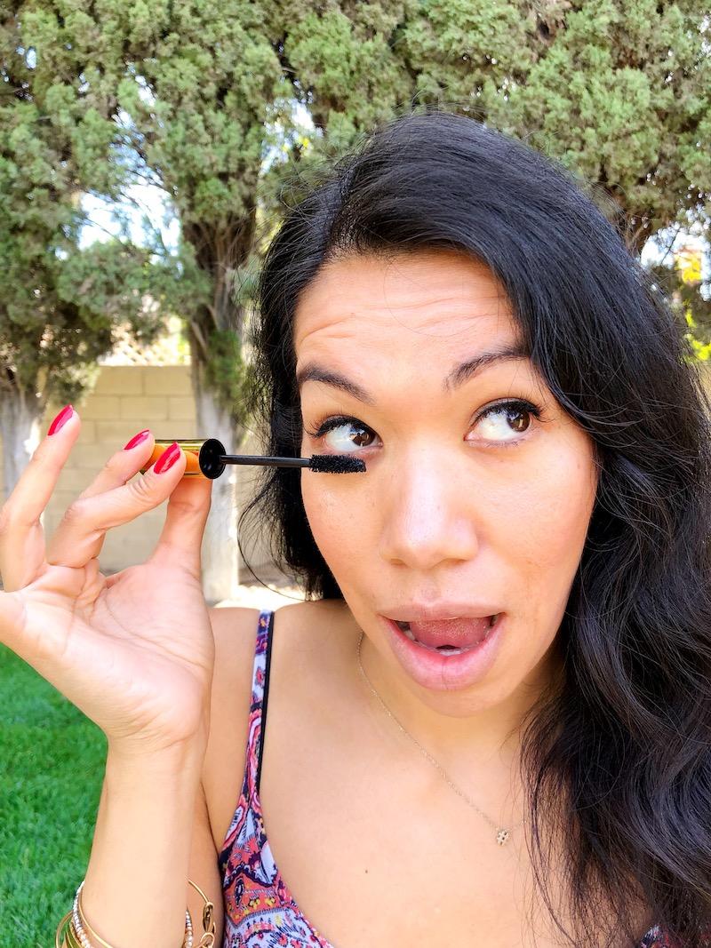 Mascara Tips and Tricks to Make Your Lashes Look Amazing - livingmividaloca.com - #LivingMiVidaLoca #LMVLSoCal #mascara #makeup #tips