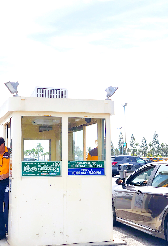 Knott's Soak City parking prices at the gate in Buena Park, CA - livingmividaloca.com - #LivingMiVidaLoca #KnottsSoakCity #KnottsBerryFarm #BuenaPark