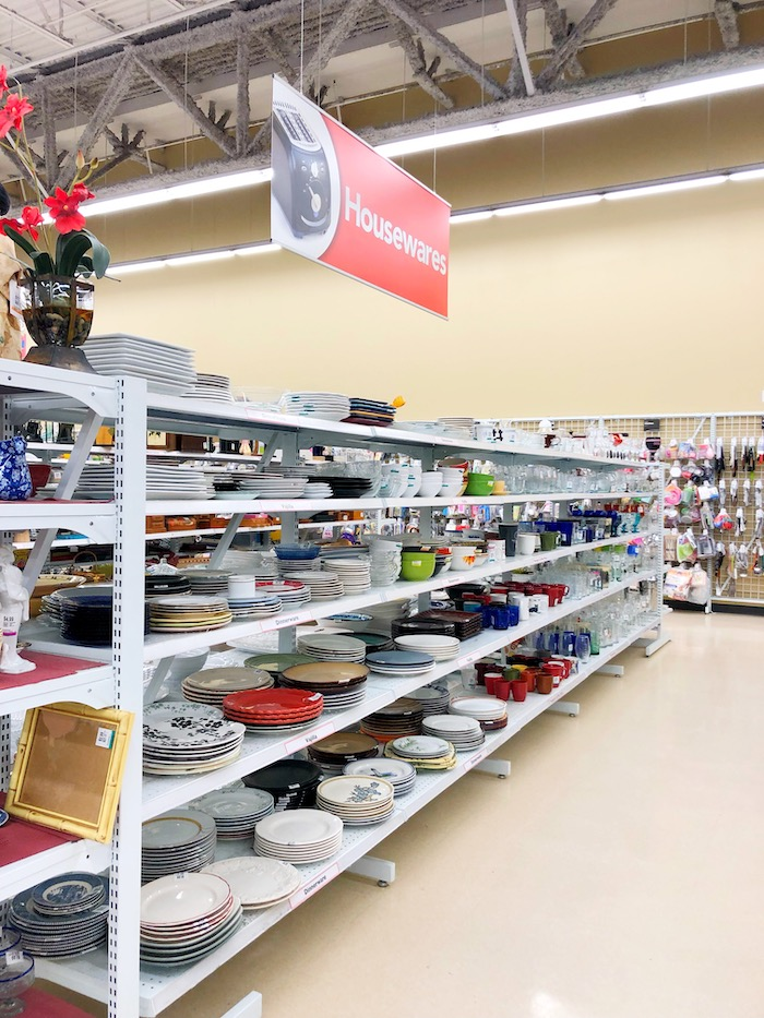Best shopping hacks at Savers Thrift Store - livingmividaloca.com - #LivingMiVidaLoca #Savers #Thrifting