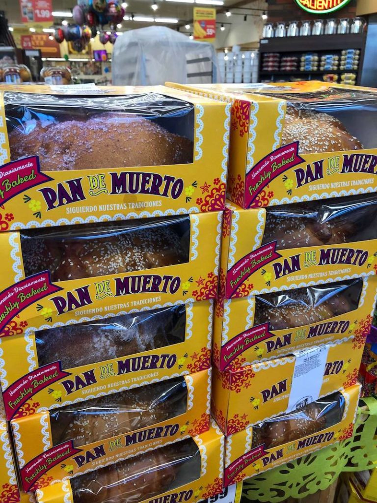 Day of the Dead bread at Northgate Market in Santa Ana - LivingMiVidaLoca.com - #LivingMiVidaLoca #DayoftheDead #DiadelosMuertos #Portos