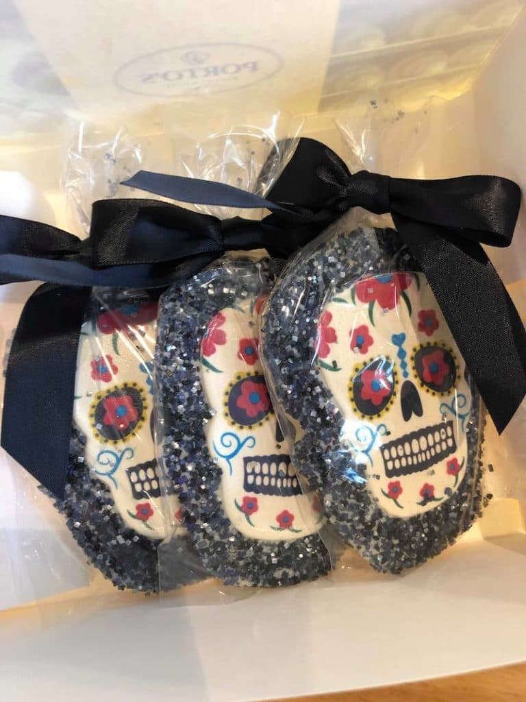 Day of the Dead cookies at Porto's - LivingMiVidaLoca.com - #LivingMiVidaLoca #DayoftheDead #DiadelosMuertos #Portos