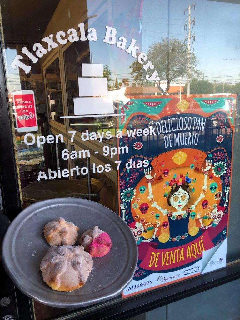 Day of the Dead bread at Tlaxcala Bakery in Santa Ana - LivingMiVidaLoca.com - #LivingMiVidaLoca #DayoftheDead #DiadelosMuertos #Portos